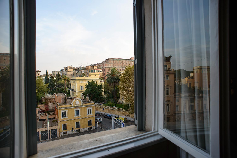 Casa vacanze roma termini affitto di prestigio a porta for Affitto uffici di prestigio roma
